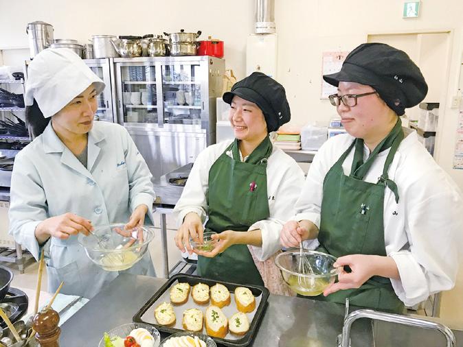 短期大学士の学位取得に合わせ、「製菓」に関する専門教科以外にも教養教育や食関連の学びができます。